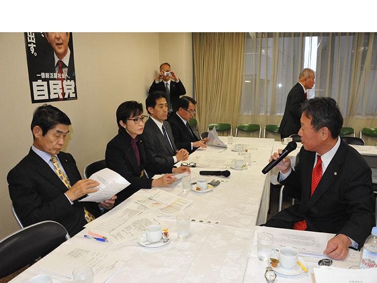 3月9日のPT第1回会合で要望を説明するAJ吉田会長