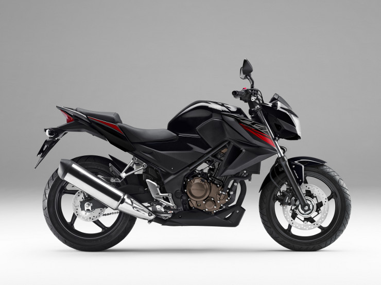 CBR250R<ABS>。「ブラック」。ミドルカウルのCBRロゴを新デザインに変更するとともに、アンダーカウルにHondaロゴを追加。